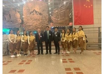 泰华各界欢迎李克强总理莅泰访问公宴----曼谷培知公学学生首跳《祝福舞》